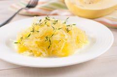 Gekookte gele spaghettipompoen Stock Fotografie