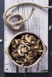 Gekookte gemengde paddestoelen in een kom royalty-vrije stock foto