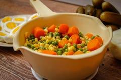 Gekookte groenten, gekookte eieren en groenten in het zuur royalty-vrije stock foto