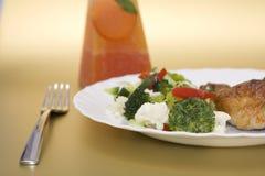 Gekookte kip met groenten Stock Afbeelding