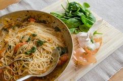 Gekookte maaltijd in de pan Stock Foto's