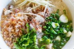 Gekookte rijst met varkensvlees stock afbeeldingen