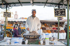 Gekookte slakkenverkoper in Marrakech Stock Afbeelding