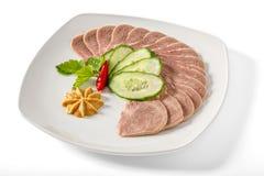 Gekookte varkensvleestong met greens Royalty-vrije Stock Foto's