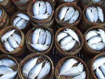 Gekookte vissen in vaten, Thailand. Stock Foto