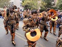 Gekostumeerde Mensen bij de Parade royalty-vrije stock afbeeldingen