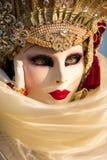 Gekostumeerde vrouw tijdens Venetiaans Carnaval, Venetië, Italië Stock Foto