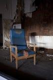 Gekrümmter alter Stuhl Stockbild