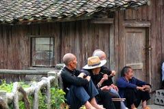 Gekraaid van oude mensen babbelt in de zon Stock Afbeelding