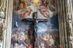 Gekreuzigter Christus mit wirklichem Haarbart in St Stephen Kathedrale, in Wien, Österreich Lizenzfreie Stockbilder