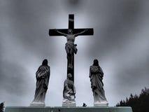 Gekreuzigter Jesus Tombstone Lizenzfreie Stockbilder