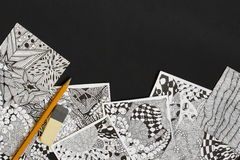 Gekritzel, Zenverwicklungsillustration Zenkunst, Gekritzelmuster für die Anfänger Skizzieren Sie Illustrationen, einen Bleistift  Stockbild