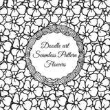 Gekritzelkunst Abstraktes nahtloses Muster mit Blumen Stockfotos
