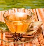Gekruid Ginger Tea Shows Refresh Beverage en verfrist zich royalty-vrije stock foto