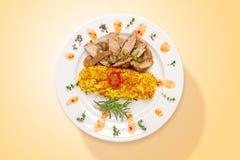 Gekruid rundvlees met paddestoelen en aardappels Hoogste mening stock afbeeldingen