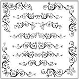 Gekrulde kalligrafische de hoekelementen van het ontwerpkader Vectordiereeks op wit wordt geïsoleerd Vector Illustratie