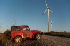 Geländeauto an den Windmühlen Lizenzfreie Stockfotos