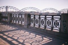 Geländer der Brücke in Riga Lizenzfreies Stockbild