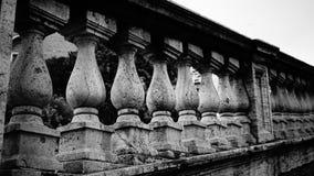 Geländer von Marmorsäulen lizenzfreie stockfotografie