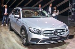 Geländet-modell Mercedes-Benzs E 220 d 4matic Stockbilder