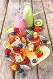Gelé- och fruktsmoothie Sund sommarfest Arkivfoton