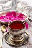 Gelé som gjordes av ätligt, steg kronblad (för den rosa rugosaen) Fotografering för Bildbyråer