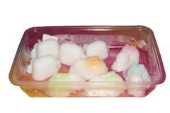 Gelée blanche de noix de coco dans la forme de canard en paquet en plastique sur le fond blanc d'isolement photos libres de droits