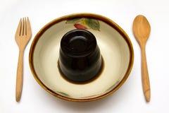 Gelée d'herbe ou dessert d'isolement de gelée de feuille dans une cuvette Photo libre de droits