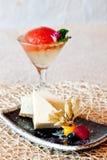 Gelée de gâteau au fromage et de tomate dans Champagne Photographie stock libre de droits