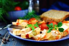 gelée de viande de poulet et de légumes sur un plateau photo libre de droits