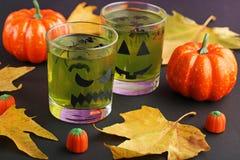 Gelée en verres avec des sucreries images libres de droits