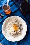 Gelée lilas sur le pain grillé images stock