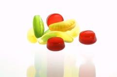 Geléias de fruta coloridas no fundo branco Fotografia de Stock Royalty Free