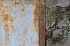 Gelöschtes und verrostetes Metall Stockfoto