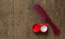 Gel rose de peigne et de cheveux Photographie stock