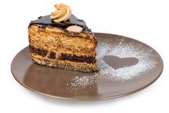 Gelaagd chocoladebiscuitgebak op bruin schotelclose-up stock afbeeldingen