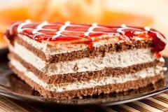 Gelaagd dessert op een plaat Stock Afbeeldingen