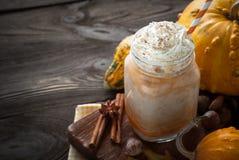 Gelaagde pompoen latte Royalty-vrije Stock Foto