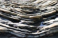 Gelaagde Rotsen in Crystal Cove State Park, New Port Beach, Californië stock afbeeldingen