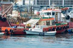 Geladene Boote auf dem Meer Stockbild