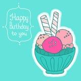 Gelado colorido no cartão de aniversário da bacia Fotos de Stock