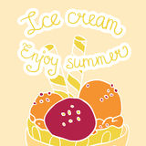 Gelado colorido no cartão de verão da bacia Imagens de Stock Royalty Free