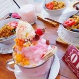 Gelado cor-de-rosa Imagens de Stock