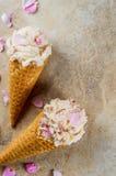 Gelado de Rosa em cones do waffle Imagens de Stock Royalty Free