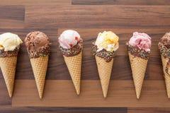 Gelado em cones do waffle Imagem de Stock