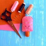 Gelado feito a mão de feltro Teste padrão do gelado de feltro, acessório da cozinha do jogo Brinquedo bonito do divertimento Idei imagem de stock