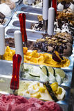 Gelado italiano Gelato do italiano das bandejas Imagem de Stock