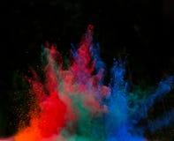 Gelanceerd kleurrijk poeder over zwarte Royalty-vrije Stock Foto