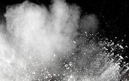 Gelanceerde witte poederplons op zwarte achtergrond Royalty-vrije Stock Fotografie
