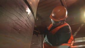Gelaste constructieverwerking met een molen stock videobeelden